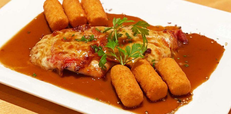 Wochenkarte: Gegrillte Hühnerbrust mit Prosciutto